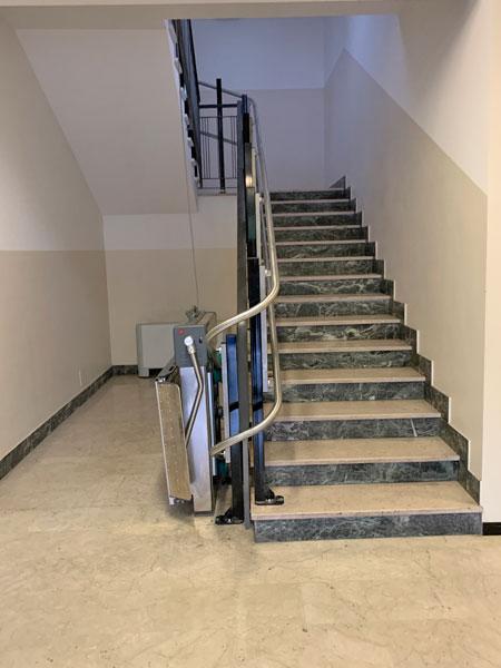 Pedane-per-scale-curve-condominio-bologna